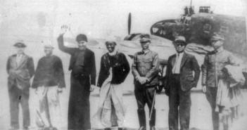 ภาพจากซ้าย ซอ บะอูจี, ซอ โพจี่ และซอ ซีดนีย์ ลูนี เยือนกรุงลอนดอน ในปี ค.ศ. 1946 (ที่มาภาพ http://mizzima.com/news-features/death-saw-ba-u-gyi)