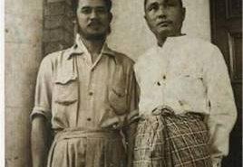ซ้าย: ซอ บะอูจี หนึ่งในนักปฏิวัติคนสำคัญของกะเหรี่ยง   ขวา: นุ่งโสร่งคือ อู นุ นายกรัฐมนตรีคนแรกของพม่า ขึ้นดำรงตำแหน่งเมื่อวันที่ 4 มกราคม ค.ศ. 1948   (ที่มาpeoplewinthrough.com)