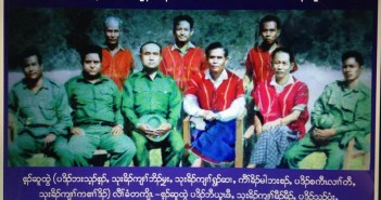 ภาพผู้นำกะเหรี่ยงในช่วงปี ค.ศ. 1965 (แถวนั่งจากซ้าย) พะโด่ บะติ่น, นายพล โบเมียะ, นายพล ฉ่วย ซาย, ประธาน มาน บะซาน, พะโด่ สะกอ เหล่อ ตอ และ นายพล กะเส่อ โด่ (แถวยืนจากซ้าย) พะโด่ บอ ยู พอ, นายพล หม่อง หม่อง และ พะโด่ ส่า มยิ  ที่มาภาพ http://www.ibiblio.org/obl/docs3/karenmuseum-01/History/east_and_the_delta.htm