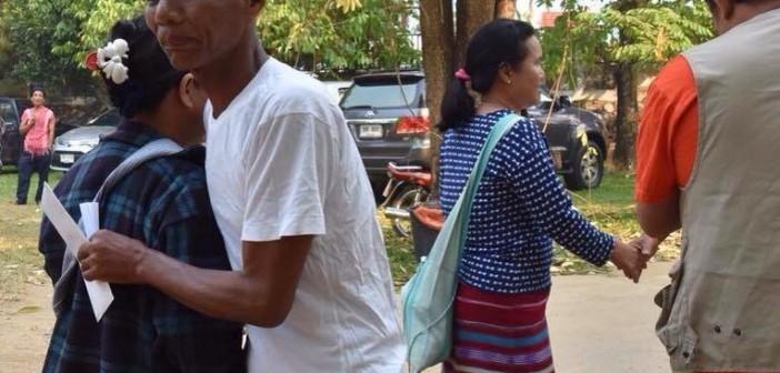 ชาวบ้านทุ่งป่าคา 5 คนพ้นโทษ หลังติดคุก 1 ปี ญาติผิดหวังไม่มีการพักโทษ
