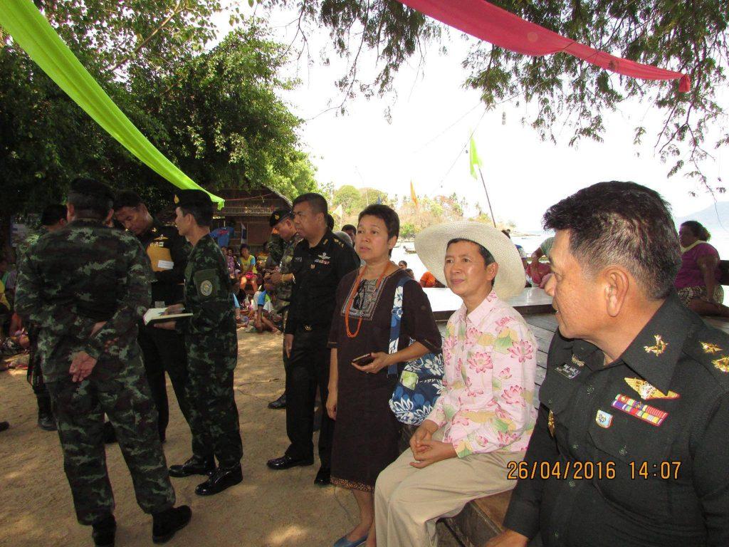 พล.ต.ธีร์ณฉัฎฐ์ จินดาเงิน ผบ.มทบ. 41 ลงพื้นที่ชุมชนราไวย์