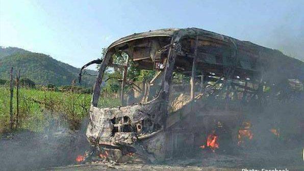 ทหารคะฉิ่น KIA ไล่ผู้โดยสารลงจากรถบัสจากเมืองหมู่เจ้-มัณฑะเลย์ ก่อนจุดไฟเผาเสียหายทั้งคัน ด้านประชาชนทางเหนือรัฐฉานผวาเดินทาง กลัวกลุ่มติดอาวุธ