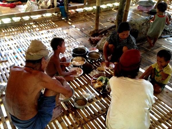 อาหารเย็นมื้อหนึ่งในกระท่อมน้อยบ้านบางกลอยล่าง