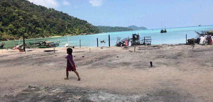 เครือข่ายชาวเลยื่นหนังสือชะลอสร้างบ้านหลังใหม่ให้มอแกนหมู่เกาะสุรินทร์เหตุคับแคบ-เสนอขยายพื้นที่บนหาดเดิม-ปลัดทส.รับลูกนำเข้าที่ประชุม นักวิชาการแนะหน่วยราชการมุ่งช่วยชุมชนมากกว่าภารกิจที่ได้รับมอบหมาย
