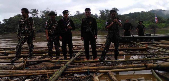 จับแพไม้สักดาวแดงวุ่น เคเอ็นยูย้ำจุดยืนห้ามไม้ทุกชนิดล่องผ่านแม่น้ำสาละวิน หวั่นป่าถูกทำลายหนัก เผยทหารไทยจับไม้ได้แต่เอาไปจอดไว้ฝั่งกะเหรี่ยง ทางการไทยแบะท่าปล่อยผ่านอ้างไม่มีอำนาจ