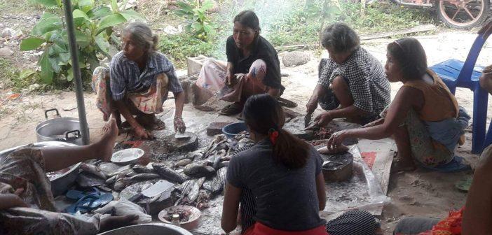 """เตรียมจัดงานวันรวมญาติชาติพันธุ์ชาวเลคึกคัก มอแกนออกหาปลา-ผักต้อนรับแขก ชาวมันนิ-ชนเผ่าร่วม """"หมออำพล""""แนะรัฐจริงจังสร้างเขตคุ้มครองวัฒนธรรม กรธ.แนะช่องใช้รัฐธรรมนูญ"""