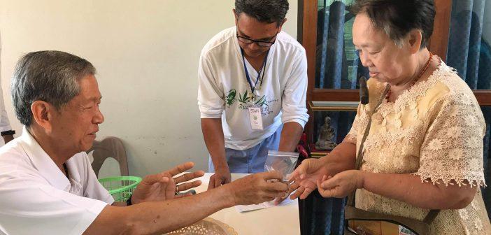 """อ.เดชาแจกน้ำมันกัญชารักษาไมเกรน การันตีหายแน่  """"แอ๊ด คาราบาว""""สร้างพระเครื่องระดมทุนช่วยผู้ป่วย"""
