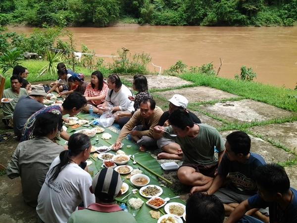 การกินข้าวป่าซึ่งเป็นการท่องเที่ยวเชิงนิเวศของชาวเมืองงอย