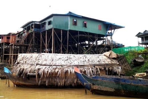 ชุมชนกำปลงพลุก ริมโตนเลสาบ
