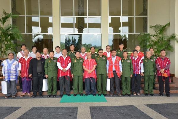 ภาพการประชุมสันติภาพ เมื่อวันที่ 4 สิงหาคม 58 ที่กรุงเนปีดอว์ (จากเฟซบุ๊ค Senior General Min Aung Hlaing)