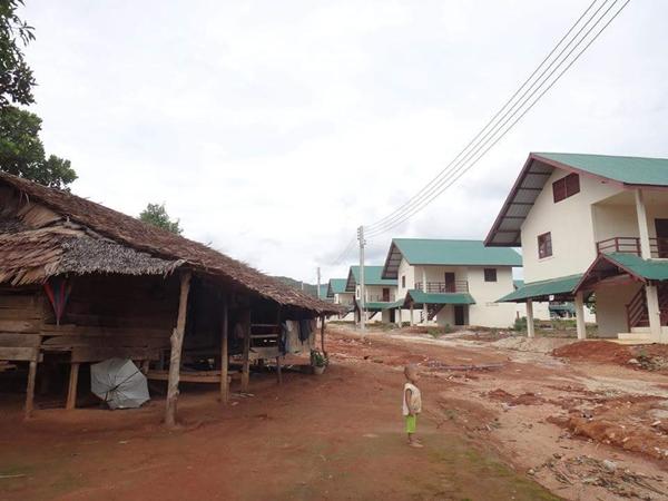 หมู่บ่านจัดสรรที่บริษัทผู้ประกอบการสร้างไว้เตรียมอพยพชาวบ้าน