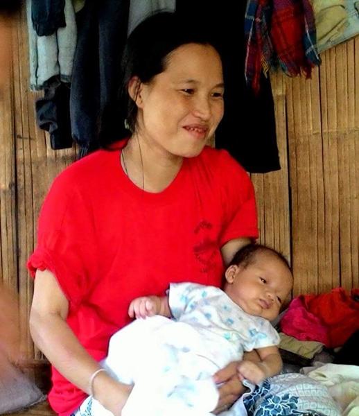 นางแซกูมิ พี่สาวของเมย์ที่กำลังเดือดร้อนอย่างหนักเพราะป่วยไข้หลีงจากคลอดลูกแฝดและไม่มีข้าวกิน