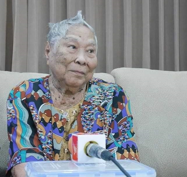 ยายดาราวัย 80 ปี ลูกสาวโต๊ะคีรี