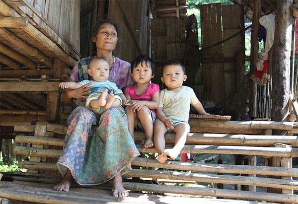 No benefits: A Karen family at Ei Htu Hta camp, near the proposed hydropower dam site.